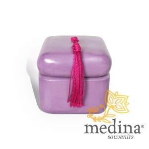 Boite carre tadelakt violet et son pompon de soie