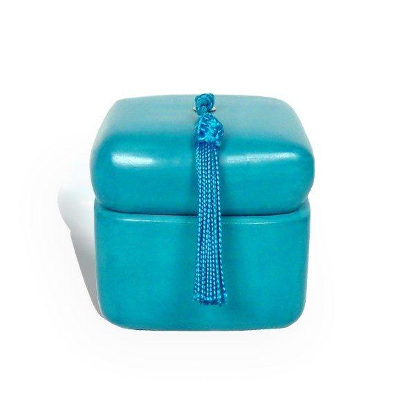 Boite carre tadelakt turquoise et son pompon de soie