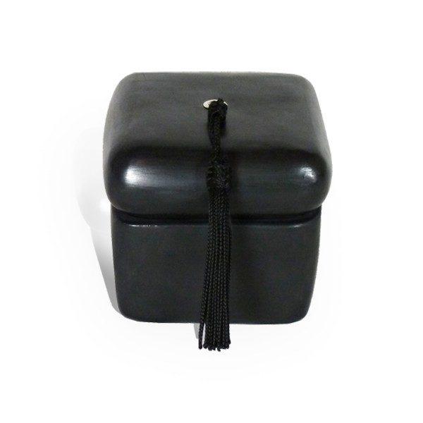 Boite carre tadelakt noir et son pompon de soie