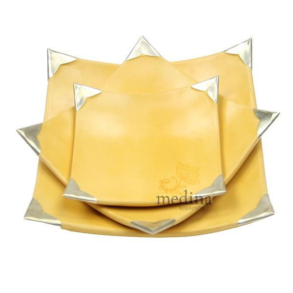Assiettes Tadelakt carrées medium jaune 2