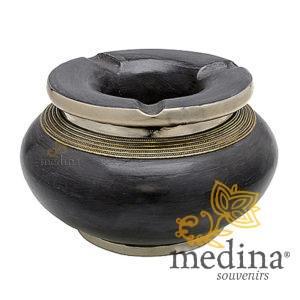 Cendrier marocain tadelakt design gris, cendrier fait main incrusté et cerclé de métal poli inoxydable et metal brossé torsadé …