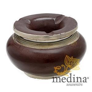 Cendrier marocain tadelakt design chocolat, cendrier fait main incrusté et cerclé de métal poli et metal brossé torsadé