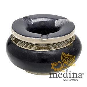 Cendrier marocain tadelakt design noir, cendrier fait main incrusté et cerclé de métal poli inoxydable et metal brossé torsadé
