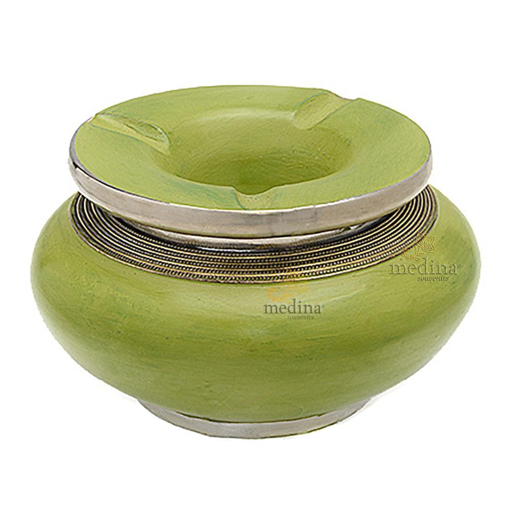 Cendrier marocain tadelakt design Pistache, cendrier fait main incrusté et cerclé de métal poli et metal brossé torsadé