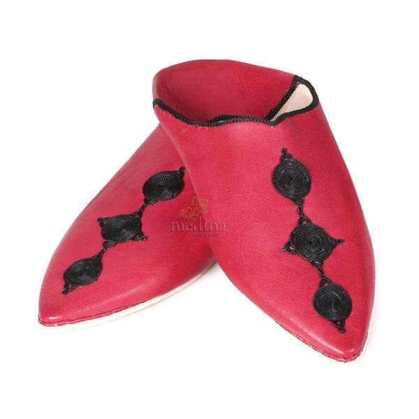 Babouche Mouna rouge babouche luxe de Fez à bout pointu en cuir veritable et broderies de soie chaussons fait main