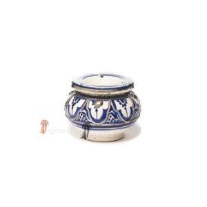 Cendrier marocain fait main bleu, cerclé de métal poli et torsadé