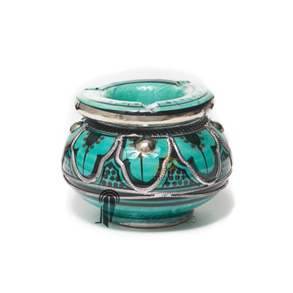 Cendrier marocain fait main turquoise et noir, cerclé de métal poli et torsadé