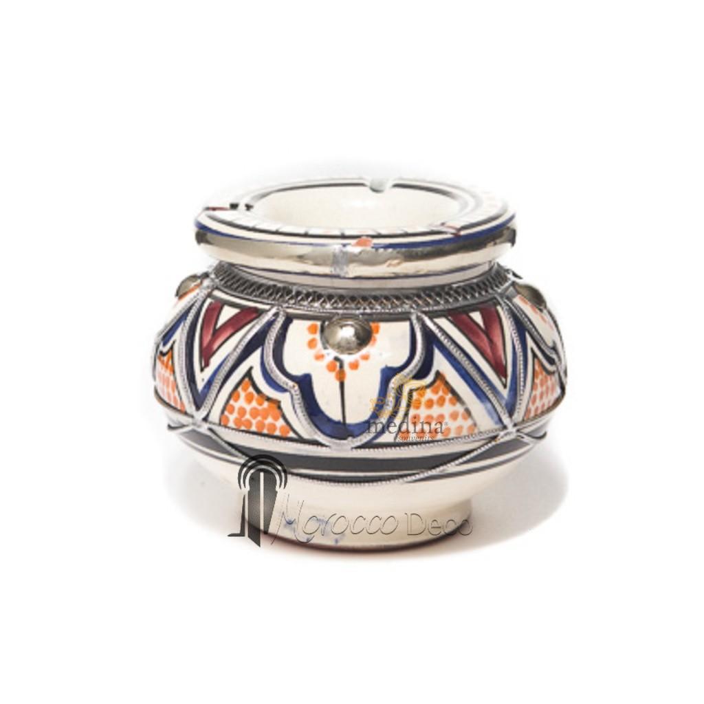 Cendrier marocain fait main bleu, rouge et orange, cerclé de métal poli et torsadé