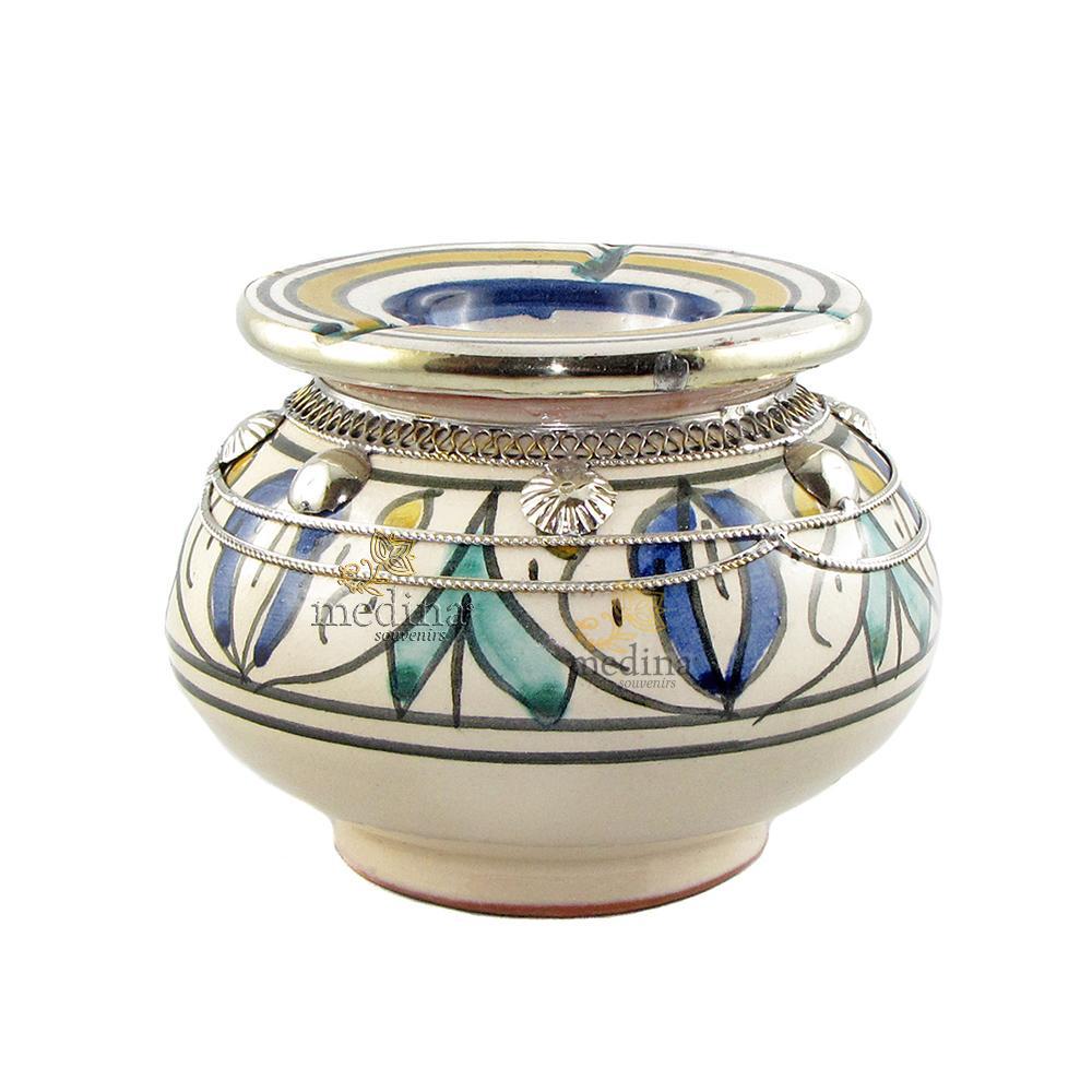 Cendrier marocain fait main vert bleu et jaune, incrusté et cerclé de métal poli et torsadé
