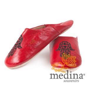 Babouche marocaine main de Fatima rouge