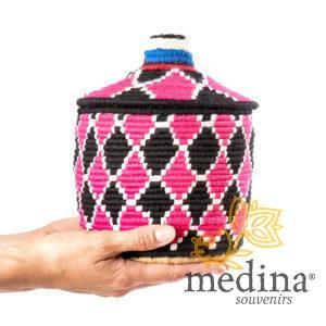 Boite vintage 18 cousue et tissée au fil de laine dans les tons noir et rose