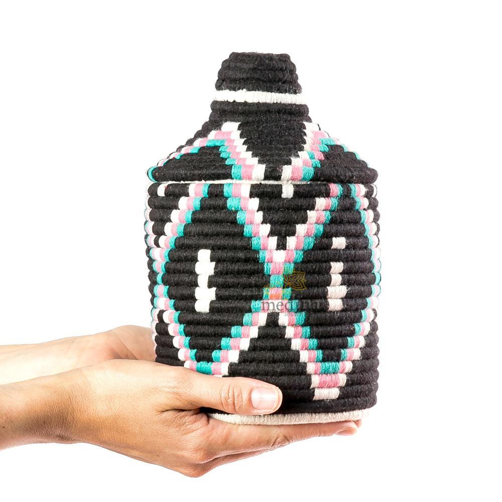 Boite vintage 37 cousue et tissée au fil de laine dans les tons noir, rose et turquoise