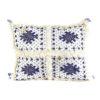 Coussin vintage berbere rectangulaire en laine vierge tissé main motifs bleus avec ses pompoms de laine assortis
