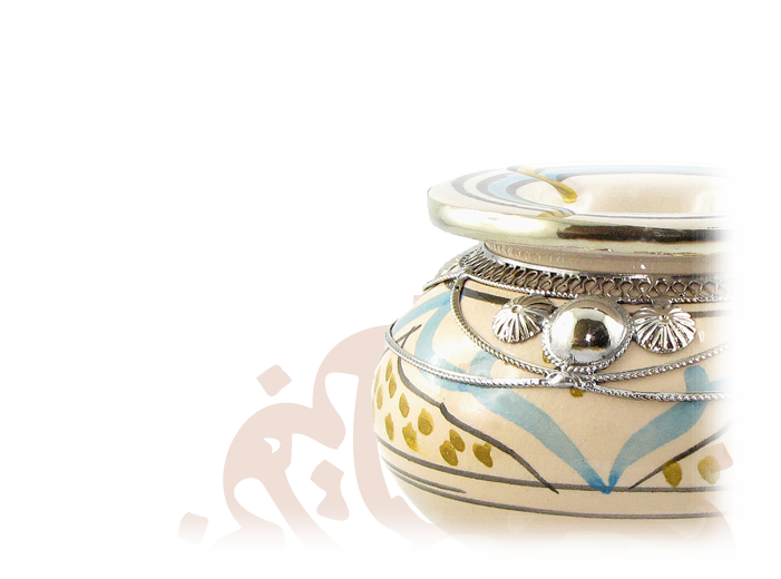 "<img title = ""poterie Grand plateau argenté Koutoubia   Image of poterie""width=""32"" height=""32"" src=""https://decorationmarocaine.com/wp-content/uploads/2018/05/poterie.png"" class=""_mi _before _image"" alt = ""poterie"" aria-hidden=""true"" /><span>Poterie</span>"
